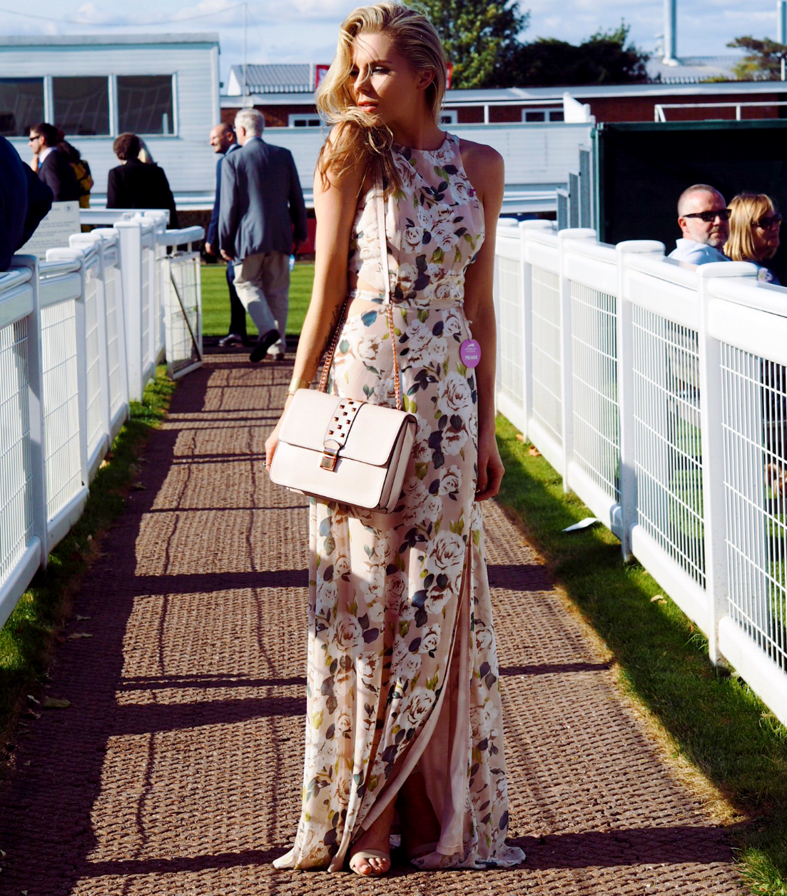 THE RACES, WHAT TO WEAR TO THE RACES, NEWBURY RACECOURSE, LAURA BLAIR, LONDON FASHION GIRL