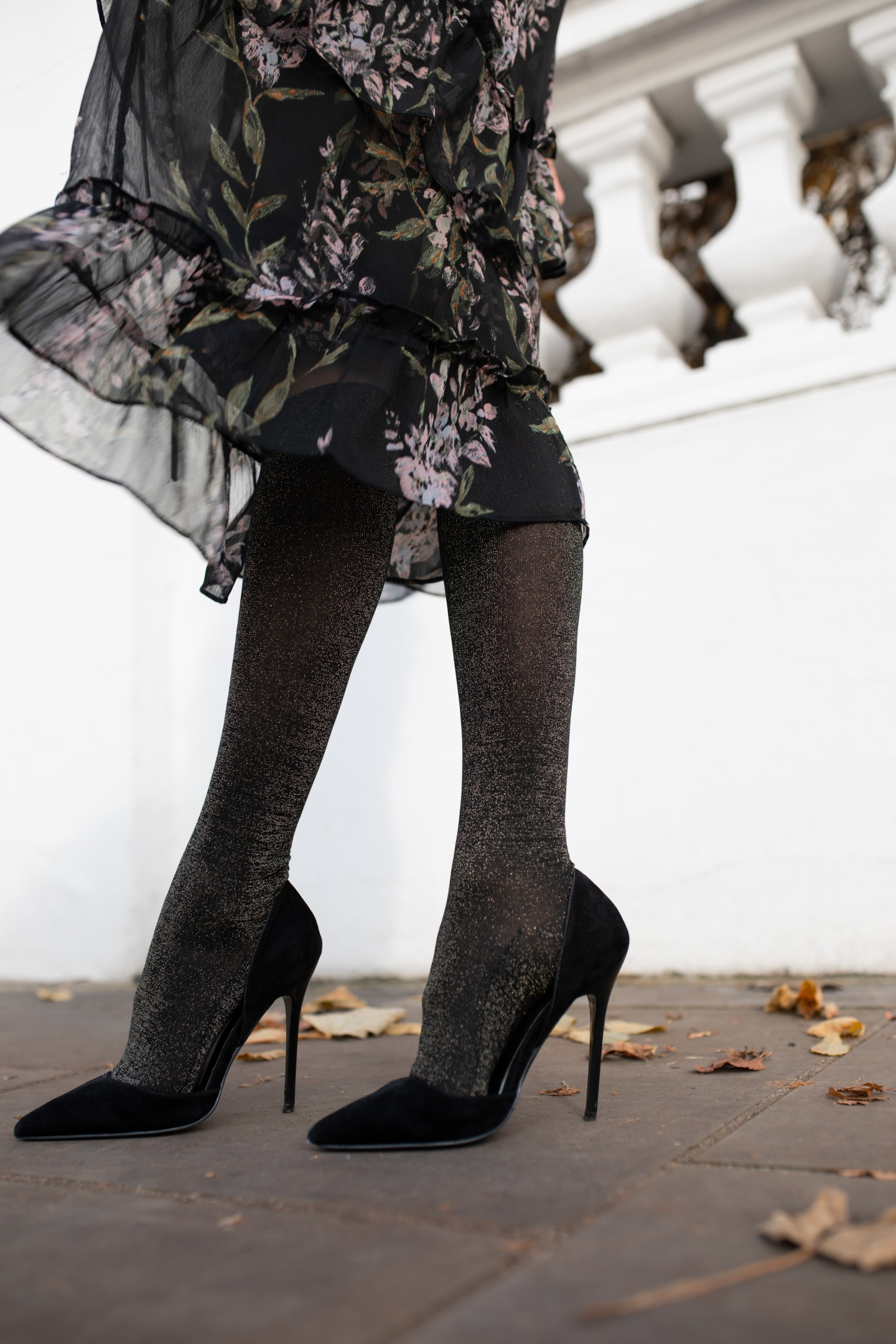 tights, hosiery, stockings, thermals, how to dress warm, how to style tights, falke