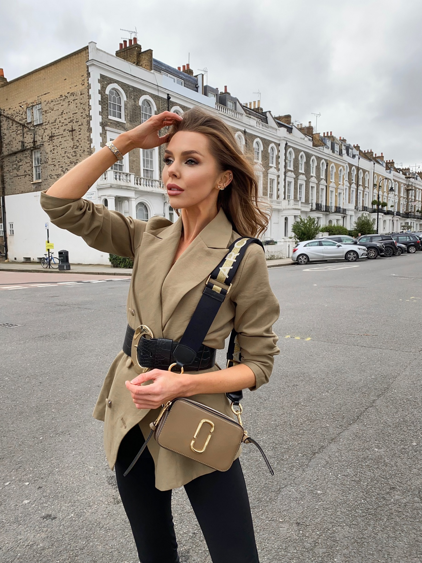 laura blair, fashion blogger uk, khaki blazer, marc jacobs, camera bag