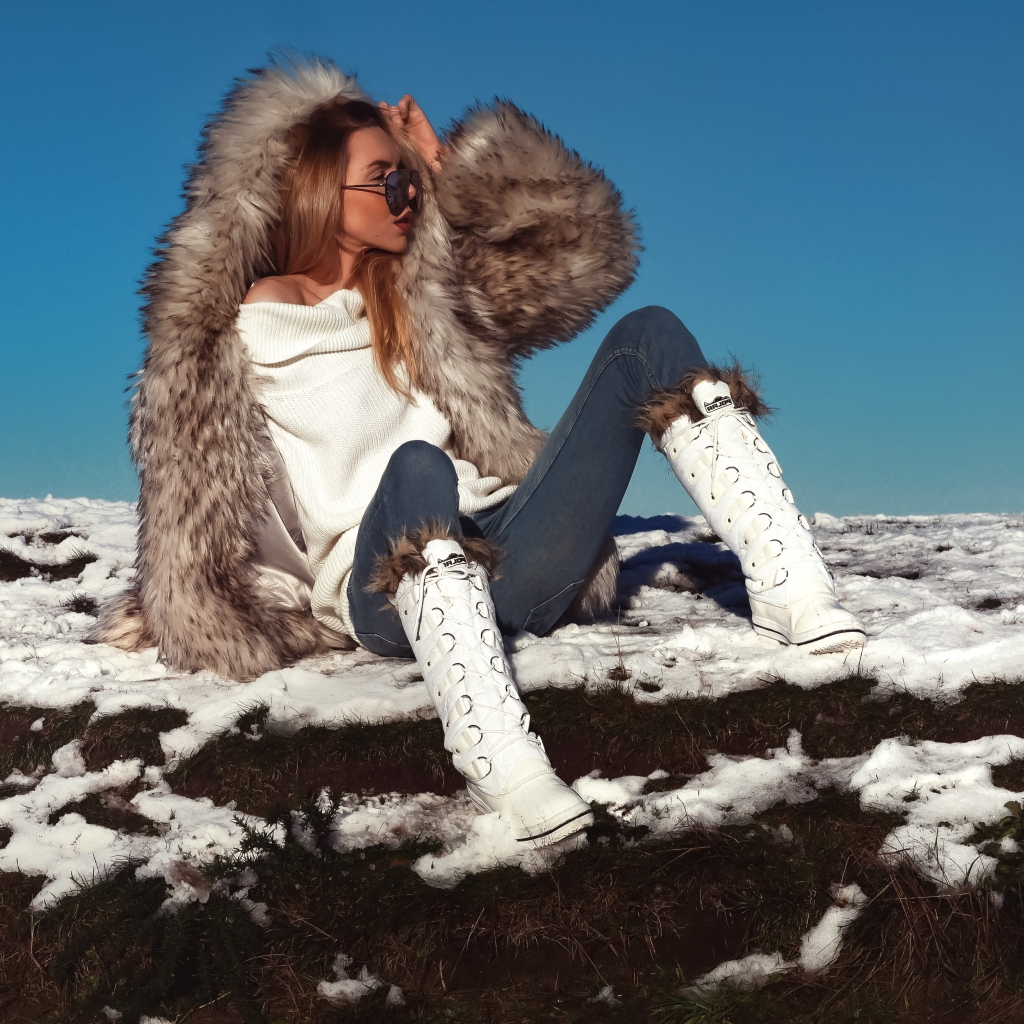 skiing, ski fashion, what to wear to ski, apres ski fashion, winter style, snow style, fur snow style, ski season, what to wear for apres ski, winter clothes haul, missguided, snowboots, snow shoes, laura blair, london fashion girl